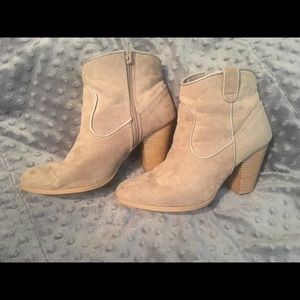 Qupid tan ankle booties